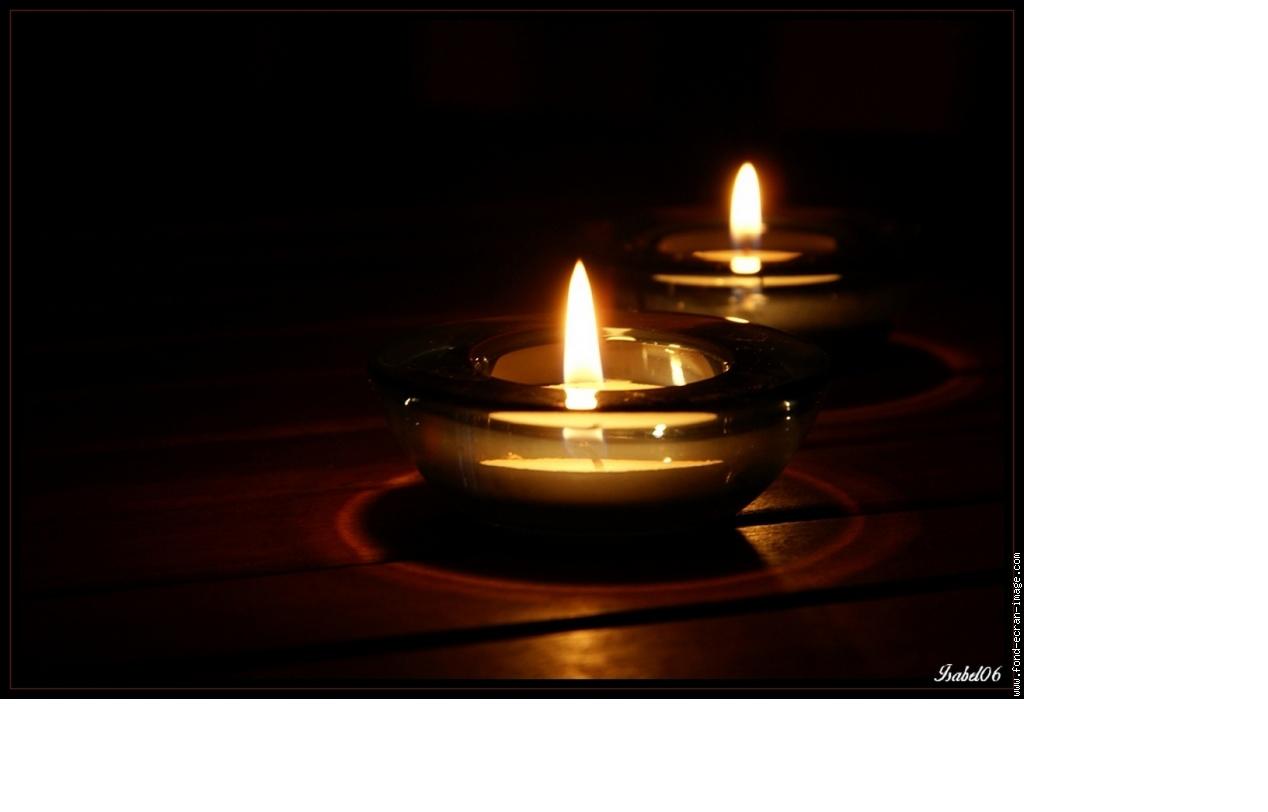 3 bougies blanches soir e deux ou entre amis dans une ambiance et une d co original. Black Bedroom Furniture Sets. Home Design Ideas